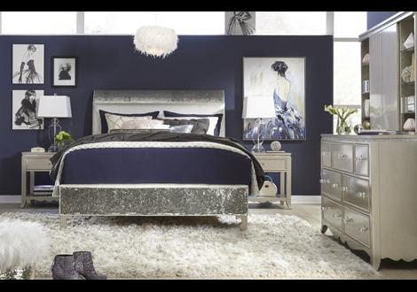 Glitz & Glam Complete Upholstered Full Mermaid Bed