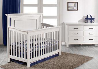 Como Flat Top Crib and Dresser Set in Vintage White